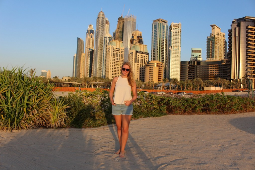 Golden Hour - www.miss-phiaselle.com - Sunset - Sonnenuntergang - Dubai - Marina Beach - Skyline - Ritz Carlton
