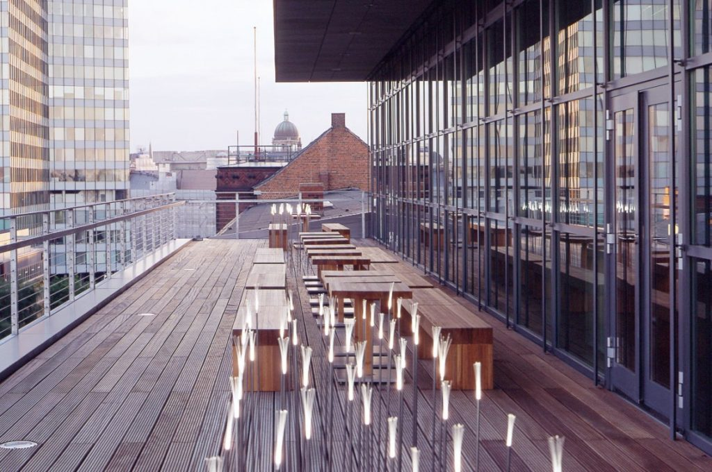 Rooftopbars in Hamburg-Dachterrassen in Hamburg-Bars mit Ausblick Hamburg-Side Hotel Hamburg