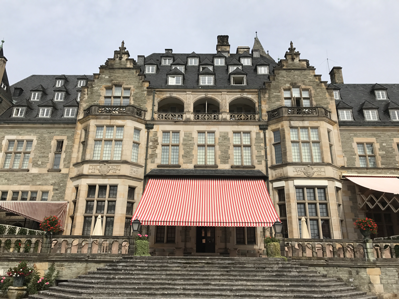 Schlosshotel-Kronberg-Small-Luxury-Hotels-of-the-World-Miss-Phiaselle-Reiseblogger-Luxushotels