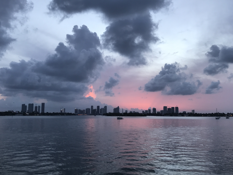 Empfehlung-fuer-Hotels-in-Miami-Beach-Hotels-Miami-Beach-Biscayne-Bay-Sunset