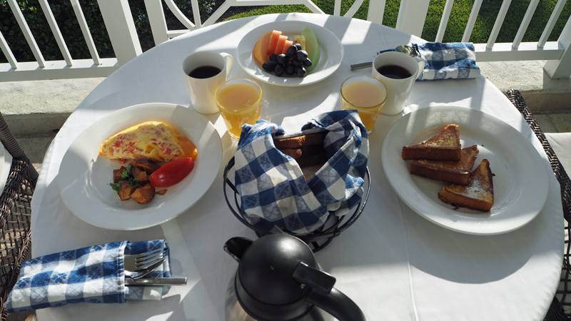 sandals-emerald-bay-great-exuma-breakfast-at-room